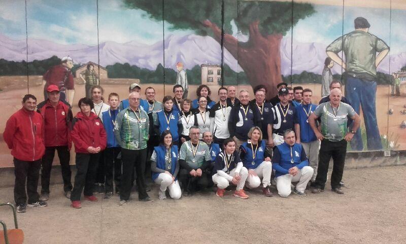 L'ensemble des médaillé(e)s du championnat départemental salle 2018